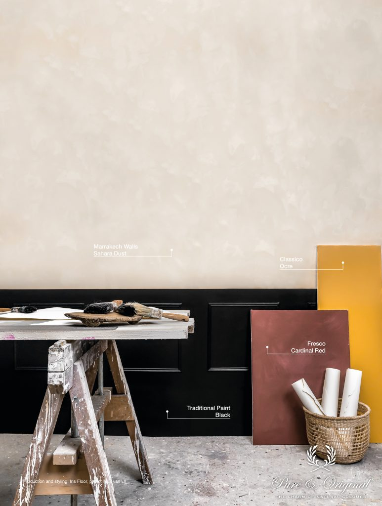 Copyright: Pure & Original Production and styling: Iris Floor Photography: Muk van Lil  Wall: Marrakech Walls Sahara Dust Paneling: Traditional Paint Black Red canvas: Fresco Cardinal Red Yellow canvas: Classico Ocre