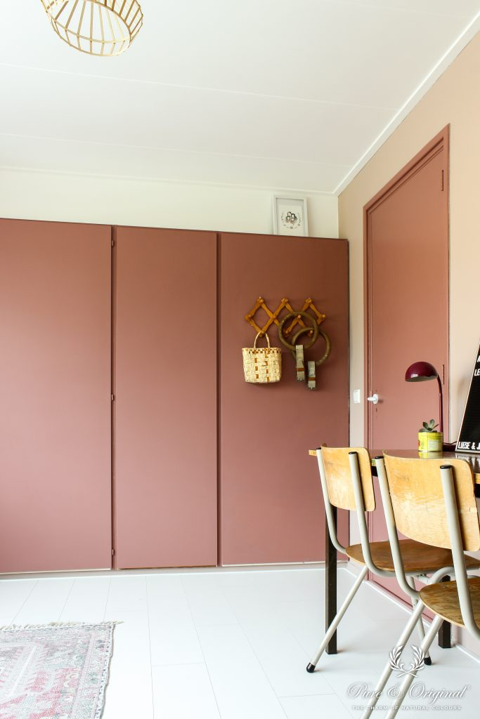 Walls: Licetto Skin Powder Door and cabinets: Carazzo Courtly Rose