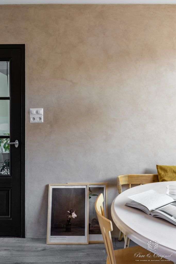 Wall: Marrakech Walls Old Linen with Lime Soap Door: Carazzo Chocolate Dreams Table: Traditional Paint Calm